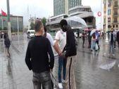 İstanbul'da yabancı uyruklu seyyar satıcı ve zabıta arasında gerginlik