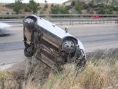 Manisa'daki kazada sürücü ve eşi yaralandı