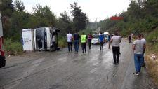 Mersin'de mevsimlik işçileri taşıyan kamyonet devrildi