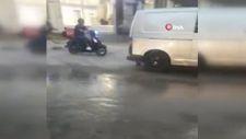 Zeytinburnu'nda, kanalizasyon yenileme çalışmasında su borusu patlad