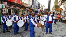 Kırkpınar davul ve zurna ekibi, geleneksel davet için yollarda