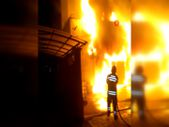 Sivas'ta bir market alev alev yandı