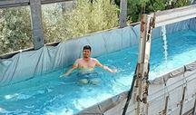 Antalya'da sıcak havadan bunalan çiftçi, kamyon kasasını havuz yaptı
