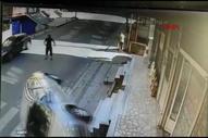 Ataşehir'de sürücüsü olmayan araç, takla atarak durdu