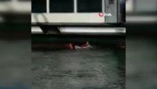 Üsküdar'da vapurdan denize düşen kadını vatandaşlar kurtardı
