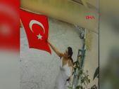 Adana'da iş yerine asılı Türk bayrağını koparan kadın, çöpe attı