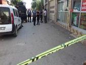 Adana'da, bakkala giderken göğsünden vuruldu