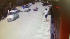 Bursa'da motosikletin başka bir motosiklete çarptığı kaza kamerada