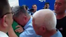 Çin'de baba, oğluna 24 yıl sonra kavuştu