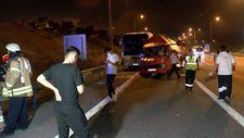Eyüpsultan'da tıbbi atık kamyoneti yolcu otobüsüne çarptı