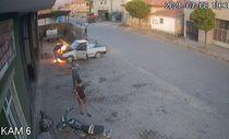 Kayseri'de oto tamircisi, yanan araçtan son anda uzaklaştı