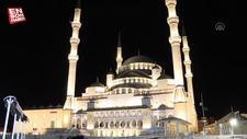 81 ilde camilerden sela sesleri yükseldi