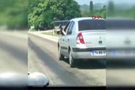 Bartın'da trafikte ayağını camdan sarkıtıp otomobil kullandı