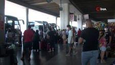 Bayram öncesi İzmir Şehirlerarası Otobüs Terminalinde yoğunluk