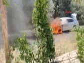 Kapadokya'da seyir halindeki otomobil yandı