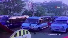Kağıthane'de dolmuş şoförü kural tanımaz yolcudan canını zor kurtardı
