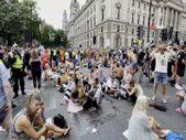 Londra'da aşı karşıtlarından protesto