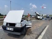 Sakarya'da kaza yapan otomobil ikiye bölündü