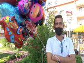 Antalya'da baloncunun, çocuk mezarlarına balon bağlaması yürek burktu