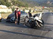 Isparta'da meydana gelen kazada minibüs ikiye bölündü