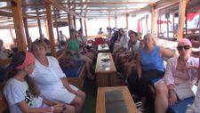 Kekova yerli ve yabancı turistlerin akınına uğradı
