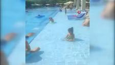 Antalya'daki otelde tatilciler, havuzu bastı