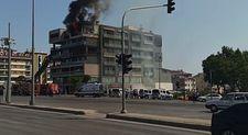 Denizli'de yangında mahsur kalan adam, komşusunun balkonuna atladı