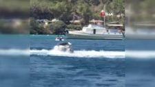 Bodrum'da kaptanı denize düşen şişme bot, tehlike saçtı