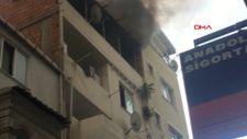 Fatih'te bir kişi önce yaşadığı evin çatısını yaktı, sonra itfaiyecilere saldırdı