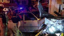 İstanbul'da araç iki dükkana girdi