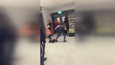 Örümcek Adam markette dehşet saçtı
