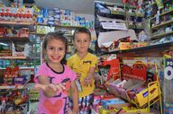 Büyükçekmece'de bakkalın çocuklar için 'askıda bozuk para' kampanyası
