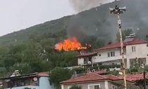 Muğla'da yıldırım düşen ev yandı