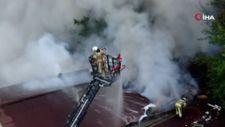 Üsküdar'da bir binanın çatı katında yangın çıktı