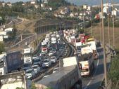 3 tırın karıştığı kaza, Kocaeli TEM Otoyolu'nu kilitledi
