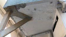 Güngören'de çatlak oluşan balkona demir direkli önlem