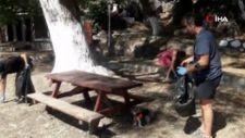 Akyaka'da yerli ve yabancı turistler çöp topladı