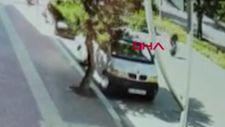 Burdur'da yaşlı adama otomobil çarpma anı