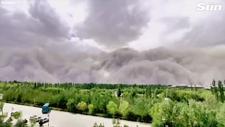 Çin şehrini yutan 91 metrelik kum fırtınası