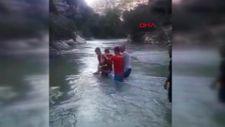Mersin'de su seviyesi yükseldi, piknikçi aile mahsur kaldı
