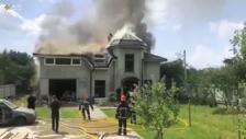 Ukrayna'da hafif spor uçak evin üstüne düştü