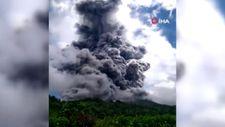 Endonezya'da Sinabung Yanardağı'ndan kül ve duman püskürdü