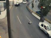 Meksika'da küçük çocuk, seyir halindeki araçtan yola düştü