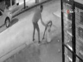 Niğde'de çöp kovasıyla kavga eden adam