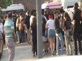 Şişli'de konser için sıraya girenler, önlemleri hiçe saydı