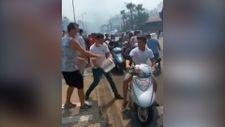 Marmaris'teki yangın söndürme çalışmalarında yardım eden motorcular