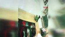 Ümraniye'de kuaförden hırsızlık yapan şüpheli kamerada