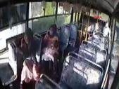 Zonguldak'ta otobüste nöbet geçiren bebek ambulansa yetiştirildi