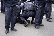 Almanya'da kısıtlama karşıtlarından protesto