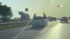 Silivri'de aracın arka camında yolculuk